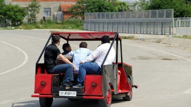 Otomobil yaklaşık 80 kilometre hıza ulaşabiliyor
