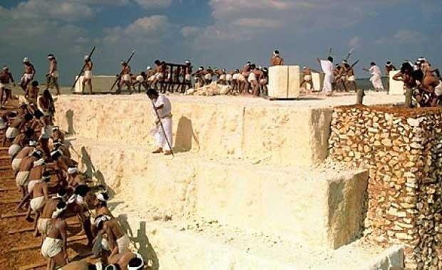Piramit Yapımındaki Köleler