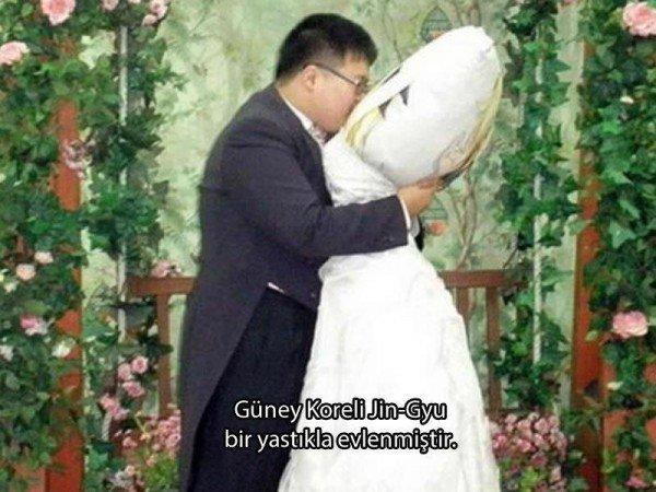 Yastık İle Evlenen Koreli
