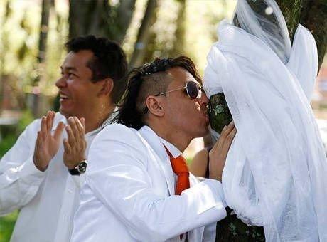Ağaçla Evlenen Adam