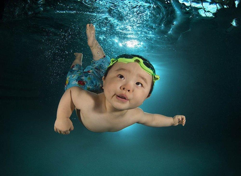Su altında bebek resimleri