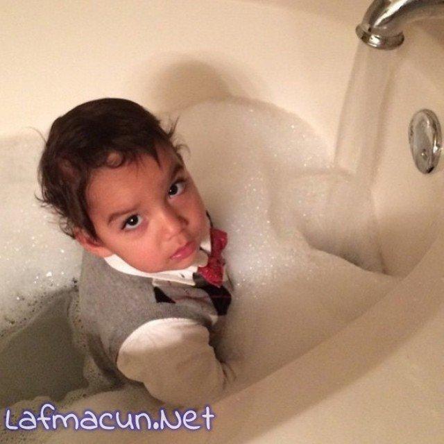Canı banyo yapmak istemiş