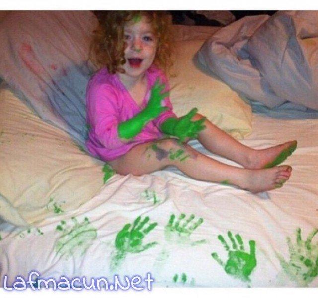Parmak boyasını abartan sinir harbi yaşartan çocuk