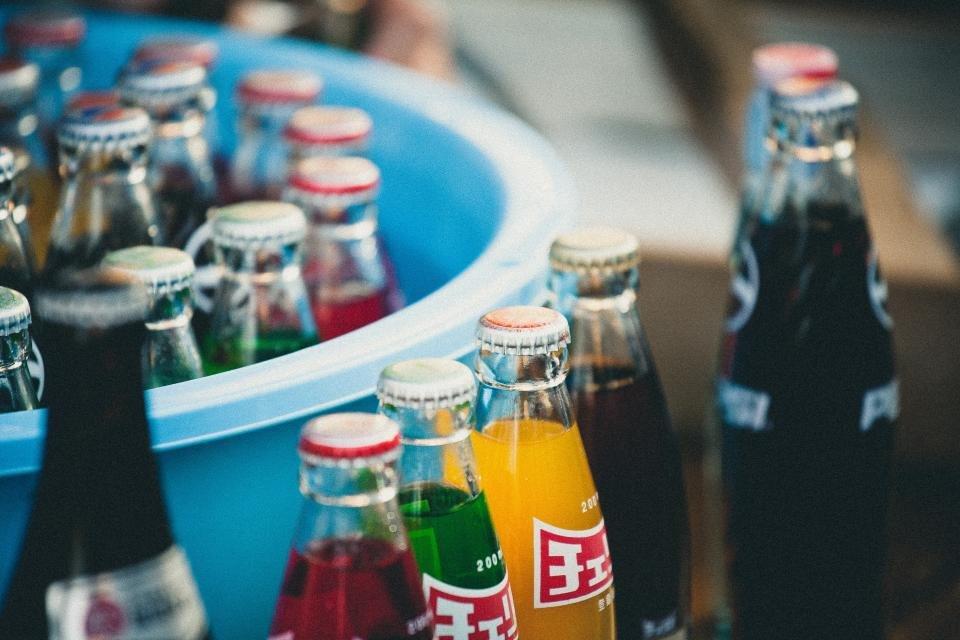 Bazı gazlı içeceklerde renklendirme için kullanılan karamel kansere neden olan kimyasallar içerir
