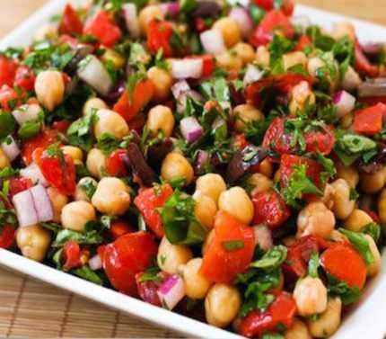 Kabaklı Nohut Salatası tarifi